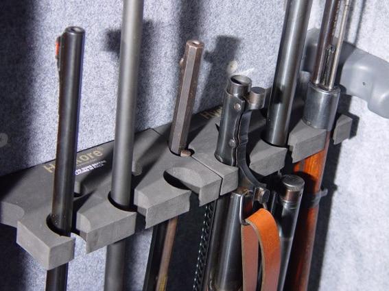 Выбирайте оружейный сейф с запасом, особенно это касается начинающих охотников.